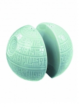 Star Wars  Series Death Star Salt and Pepper Shaker Collectible